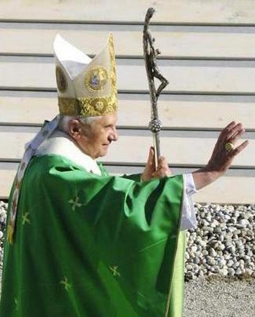 Benedikt XVI. izrazio molitvenu blizinu stradaloj Crkvi i vjernicima u Hrvatskoj