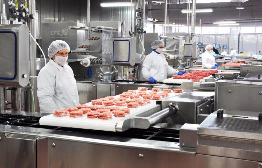 PIK VRBOVEC POMAŽE BANOVINI Pik donirao tri tone proizvoda i ostale potrepštine, a otkupljuje i živu stoku