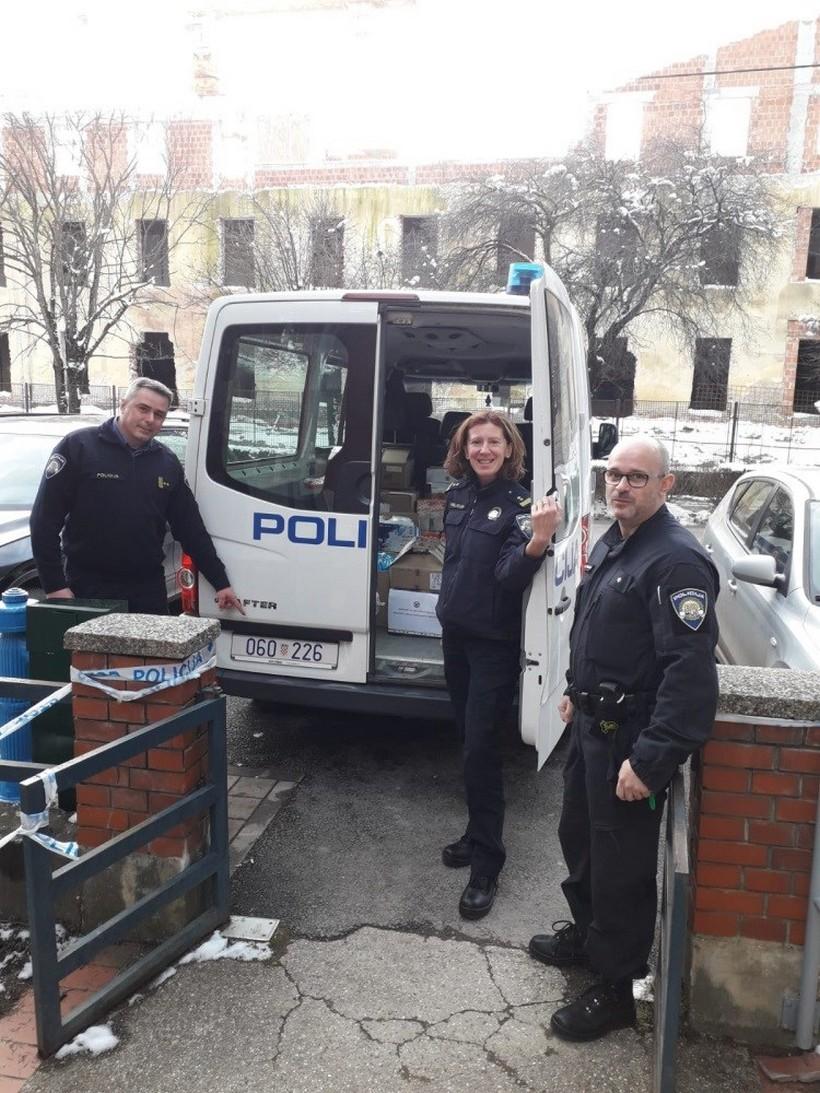 pomoć policija (1)