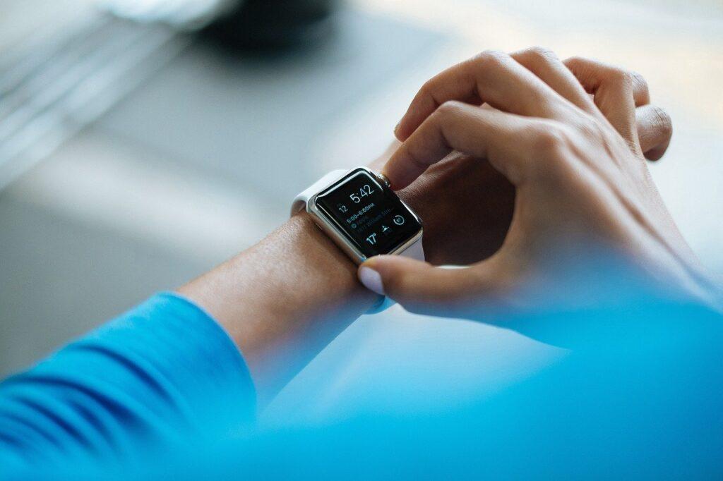 Policija istražuje tko je uzeo smartwatch iz staklene vitrine
