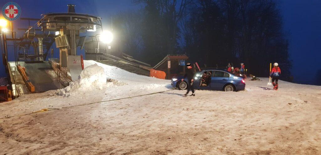 KOJI BISERI BMW-om došli na skijalište, zapeli u snijegu i tražili pomoć HGSS-a
