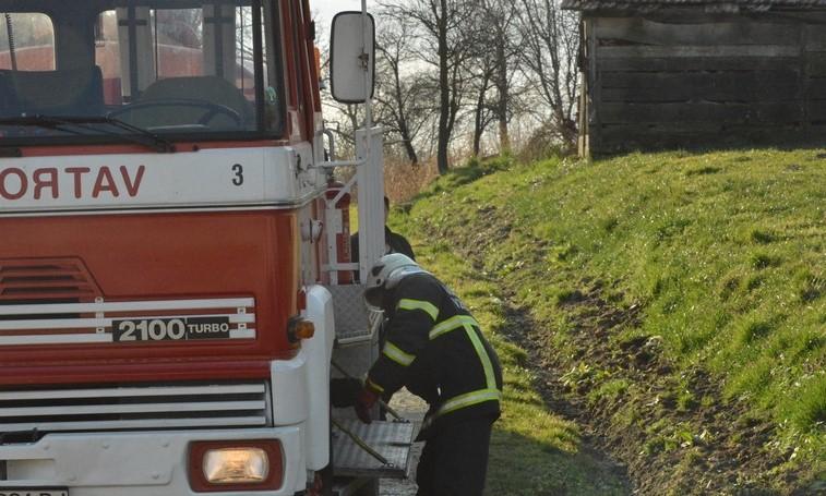 Mladić zvao vatrogasce zbog požara na autoomobilu i hitnu zbog tučnjave sjekirama – sve je izmislio!