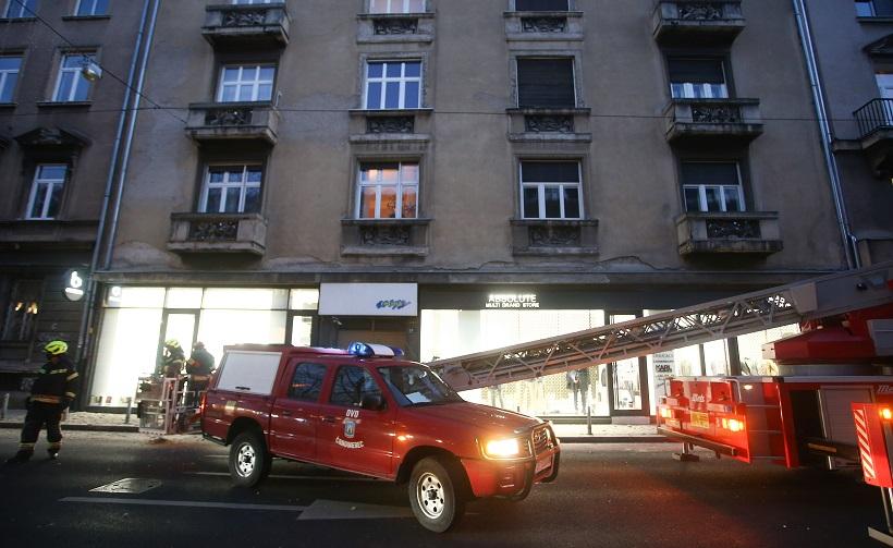 Urušila se fasada, policija i vatrogasci na terenu