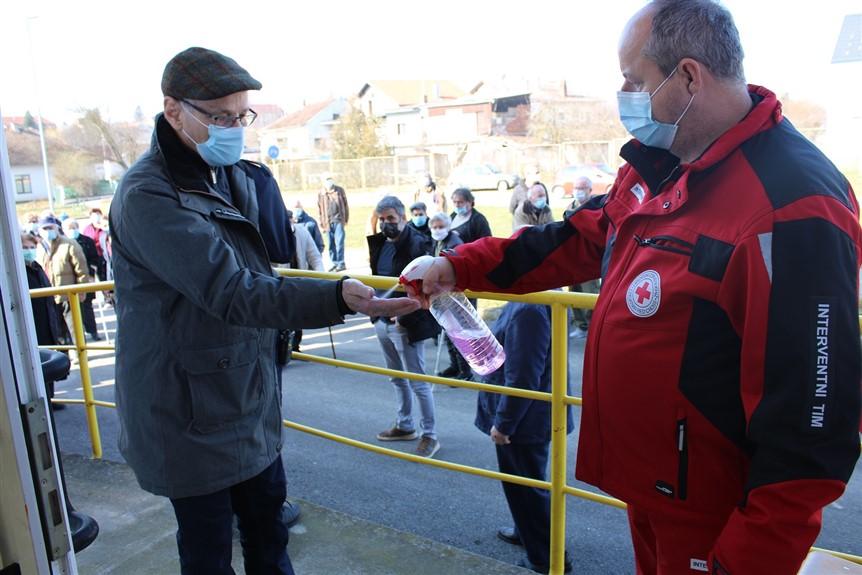 Članova Gradskog interventnog tima Crvenog križa Križevci sudjelovali u provedbi cijepljenja protiv bolesti COVID-19 u Križevcima