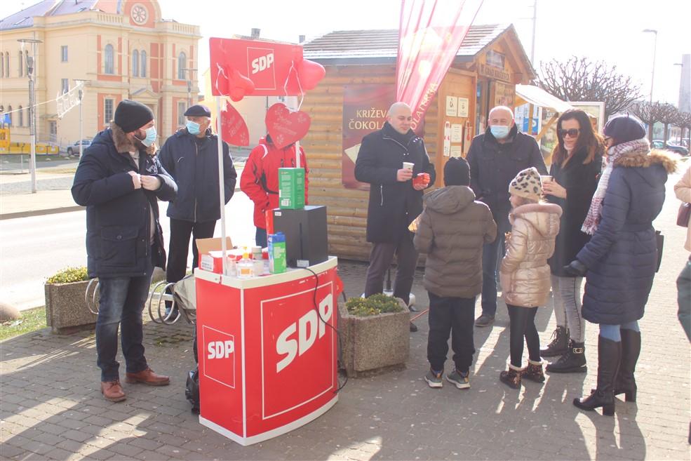 Križevački SDP-ovci prigodno darivali sugrađanke povodom Valentinova