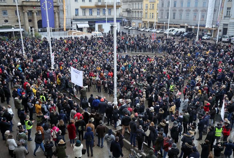 🎦 Prosvjednici traže potpore, ukidanje nameta i odlazak ministra Ćorića