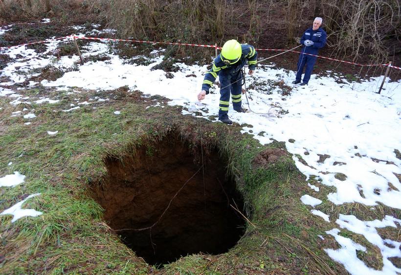 🎦 Rupa u zemlji dubine 17 metara otvorila se u mjestu Bukovlje