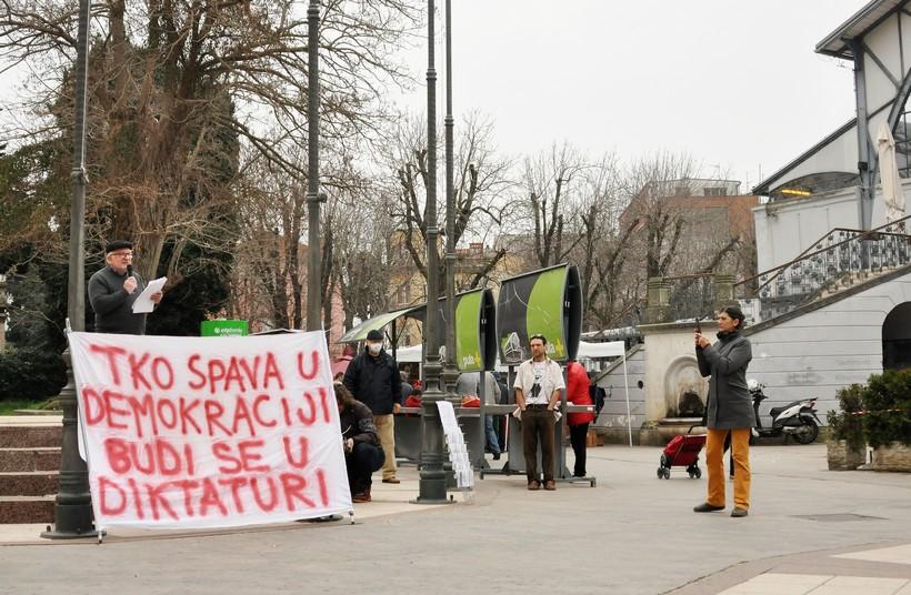 Nekoliko građana koji ne vjeruju u covid održalo prosvjed