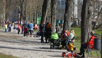 🎦 Sunčano vrijeme izmamilo je brojne građane u parkove