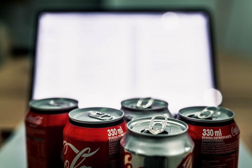 Matematič izračunao: 'Sav koronavirus iz svijeta stao bi u jednu limenku Coca-Cole'