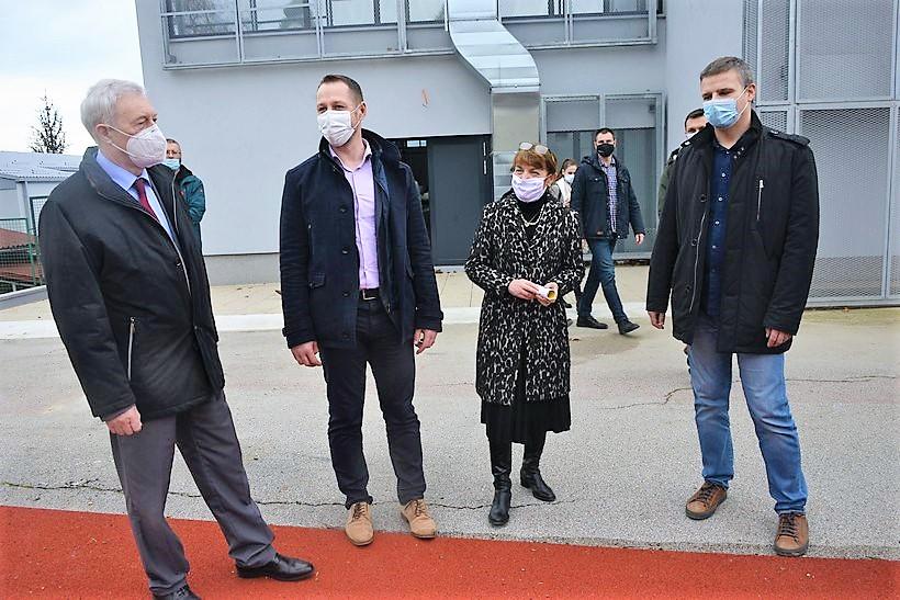 🖼️|🎦 Župan Kožić poručio: 'U energetsku obnovu Srednje škole Vrbovec uloženo je 13,7 milijuna kuna'