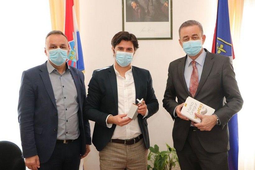"""Župan Koren čestitao Marku Greguru na osvajanju nagrade """"Fric"""" za roman """"Vošicki"""""""