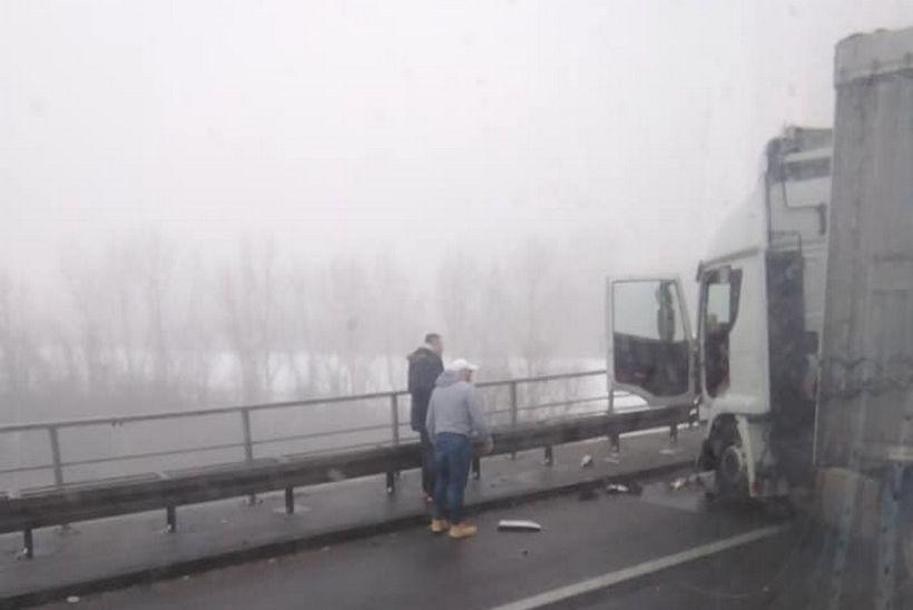 Prometna nesreća usporila promet; vozi se jednim trakom