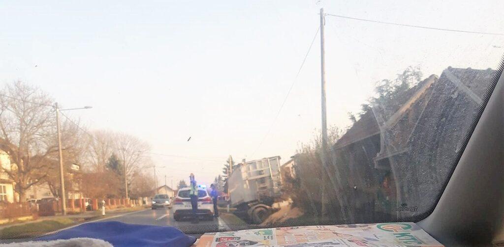 U prometnoj nesreći stradao vozač kamiona