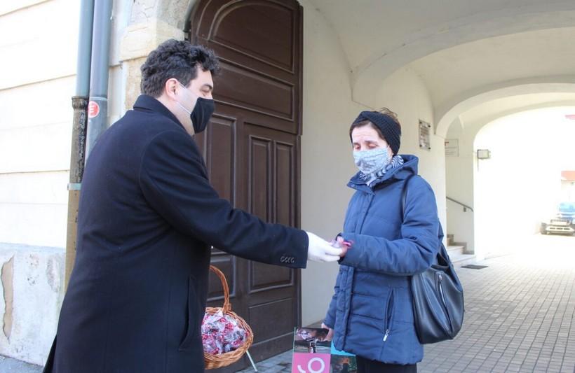 Gradonačelnik Rajn dijelio čokoladice u povodu Valentinova
