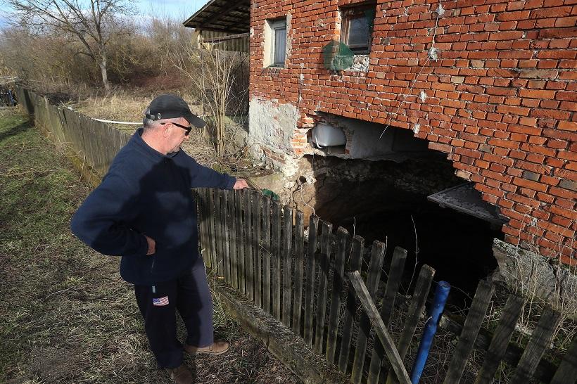 Mještani nakon razornog potresa strahuju od rupa