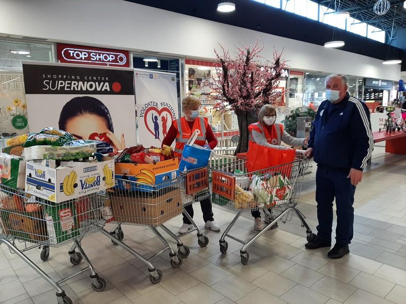 U Shopping centru Supernova u Koprivnici prikupljeno 210 kilograma hrane i 60 komada higijenskih potrepština za Socijalnu samoposlugu