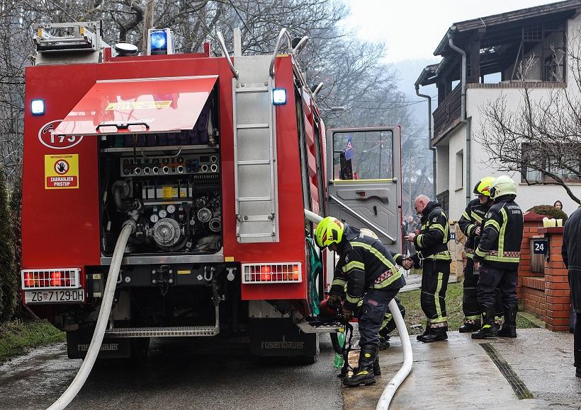 Vatrogasci ugasili požar na krovu obiteljske kuće