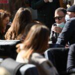 Ministar Beroš popio kavu na terasi s prijateljima
