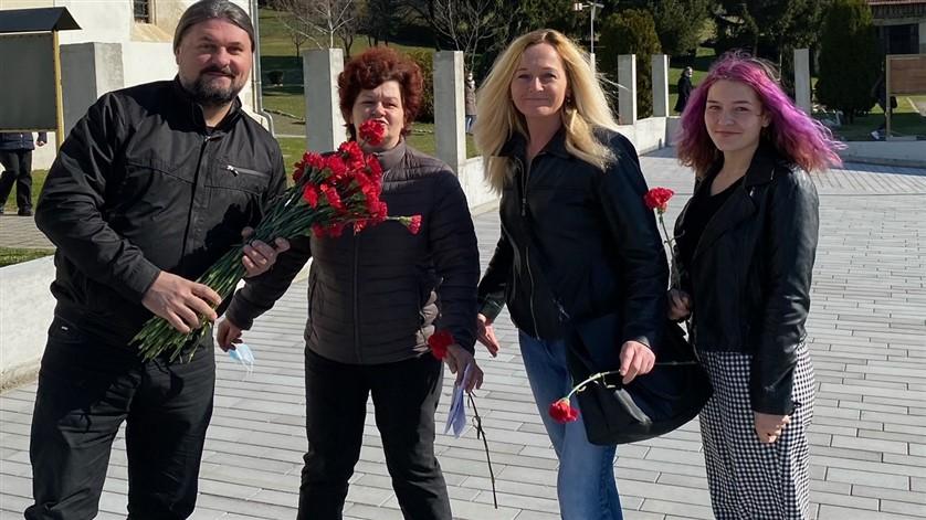 SDP Gornje Rijeke i Mladen Kešer  ženama darivali karanfile i čestitali Dan žena