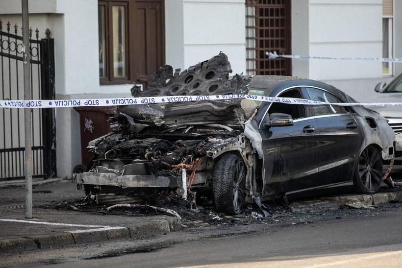 U potpunosti izgorio skupocjeni Mercedes u vlasništvu 25-godišnjakinje