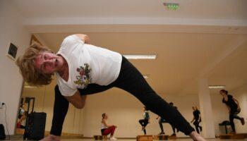 🎦 YOGA BAKA I u 80. godini života aktivno vježba yogu i fitness svaki dan