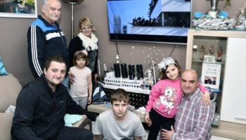 🎦 Obitelj od materijala koje su pronašli u kući napravili impresivnu maketu Titanika