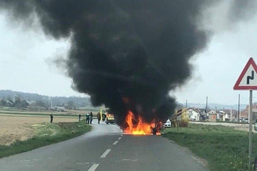 🖼️ STRAVIČNE SCENE Sudarila se dva automobila i biciklist; na teren izašle sve žurne službe