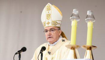 Bozanić u Dugom Selu predvodio misu u prigodi otvaranja Sinode Katoličke crkve