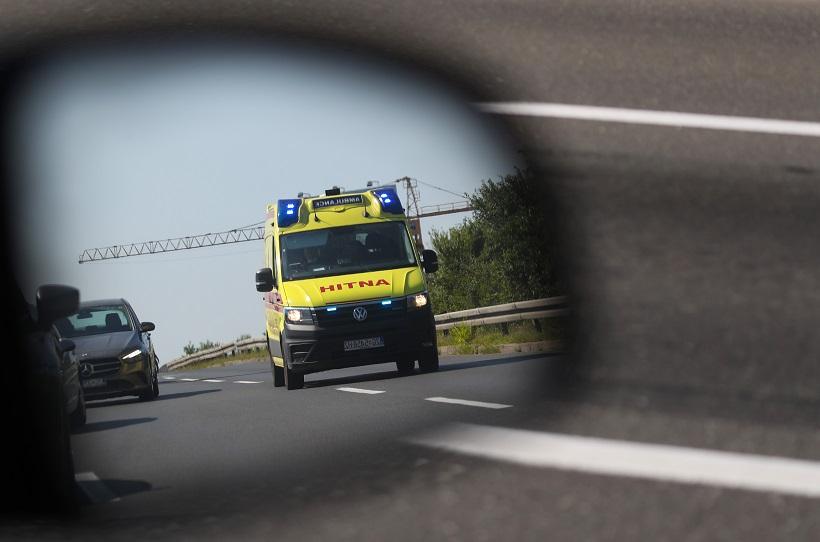 Pijan vozio prebrzo autocestom i izazvao težak sudar; 34-godišnjak prevezen u bolnicu
