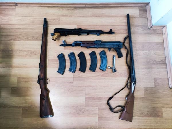 Kod 43-godišnjaka pronašli četiri puške i brojno streljivo