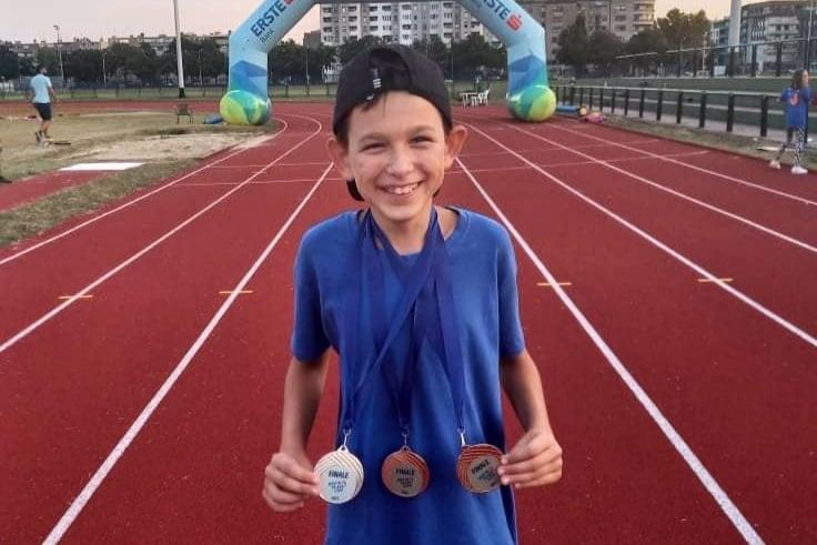 ATLETIKA – FINALE ERSTE PLAVE LIGE U ZAGREBU Mladi križevački atletičar Petar Kuzmić osvojio tri kolajne
