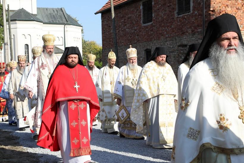 Porfirije u Jasenovcu: 'Zločinci su se 'ispisali' iz naroda i ne pripadaju nikome'