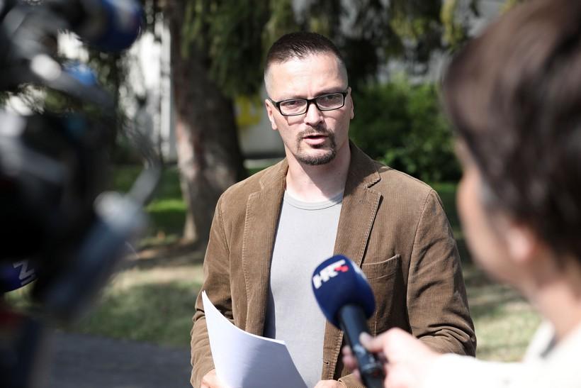 Prosvjed pred Beroševim stanom organizirao križevački vjeroučitelj