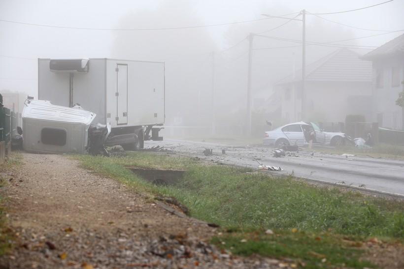 🎦 TEŠKA NESREĆA Jedna osoba poginula, dvije ozlijeđene u Dugom Selu