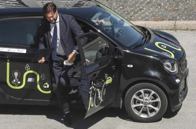 Ministar Ćorić poručio: 'Krećite se i vozite bicikl'