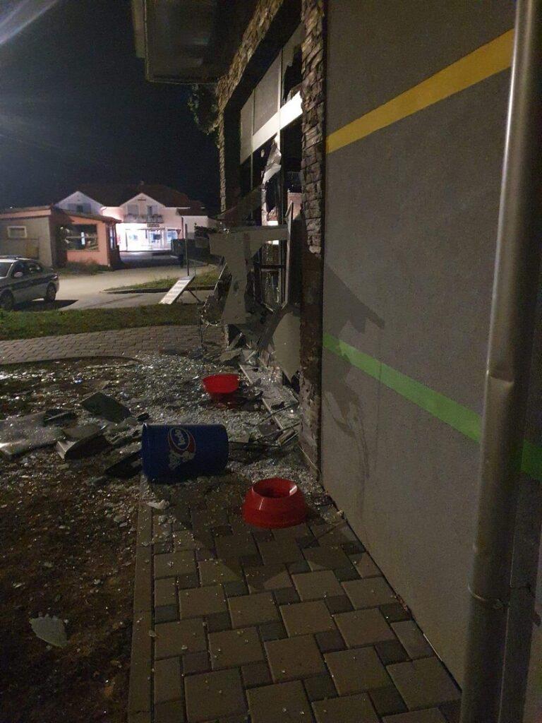 Eksplozijom obijen bankomat; policija traga za počiniteljem
