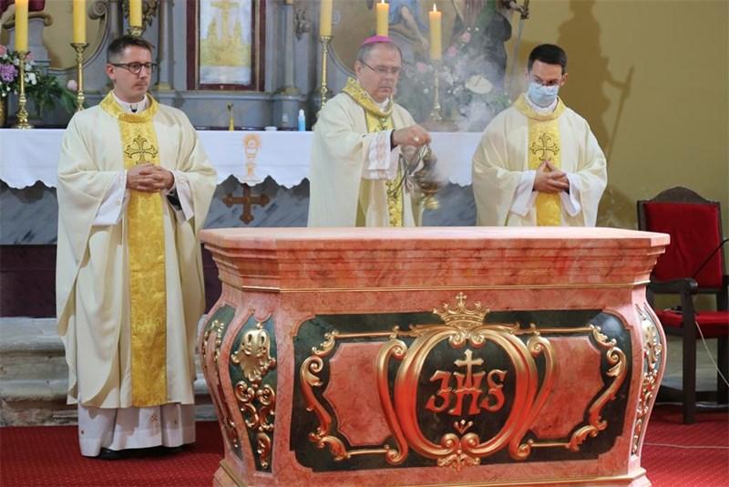 Blagoslov novog ambona i oltara u župnoj crkvi Uznesenja Marijina u Đelekovcu