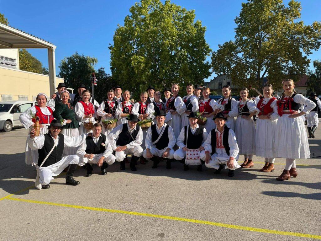 U svečanom mimohodu 56. vinkovačkih jeseni 4.000 sudionika