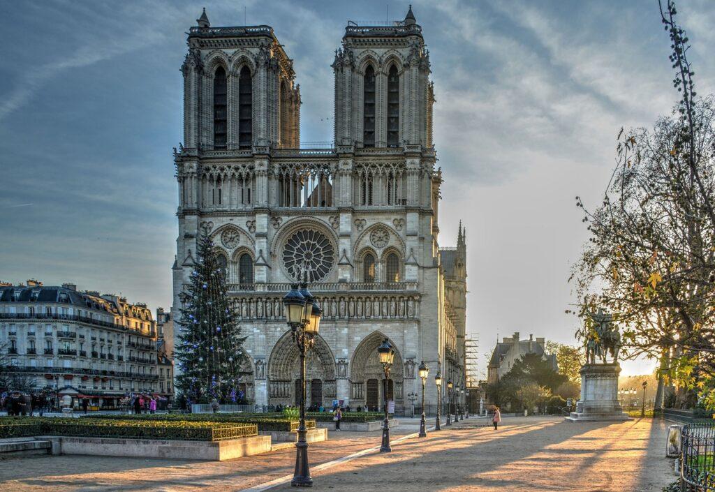 Gotovo dvije i pol godine nakon kataklizmičkog požara, počinje restauracija Notre-Dame