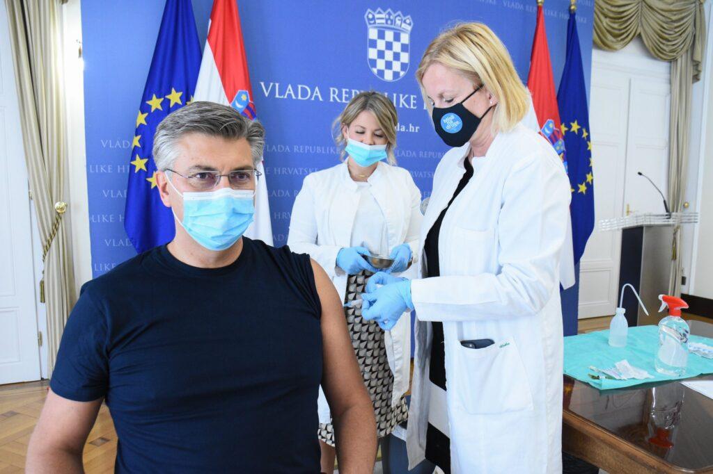 Plenković se nakon preboljenja covida-19 cijepio s drugom dozom