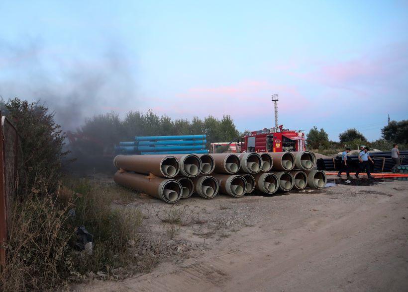 Izbio požar, gore gume napuštene tvrtke