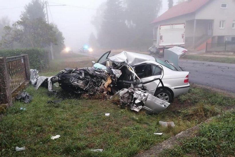 🎦 STRAŠNI PRIZORI Od BMW-a gotovo ništa nije ostalo; vatrogasci DVD-a Dugo Selo hidraulikom izvlačili ozlijeđenog