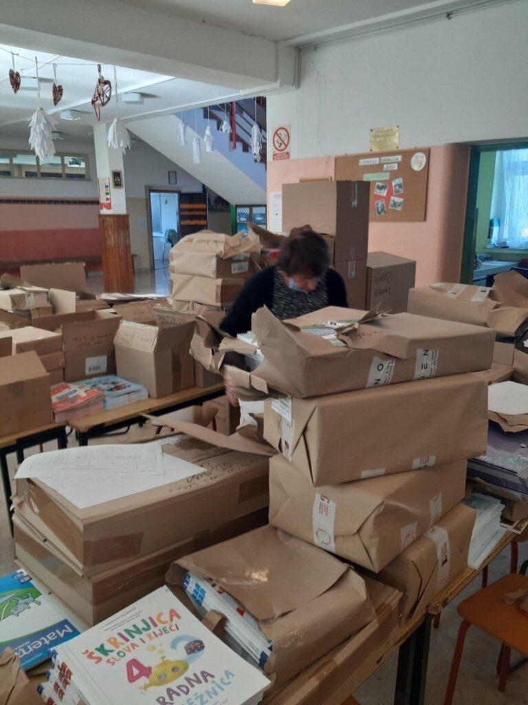 Općina Sveti Ivan Žabno i ove godine osigurala radne bilježnice i likovne mape za osnovnoškolce