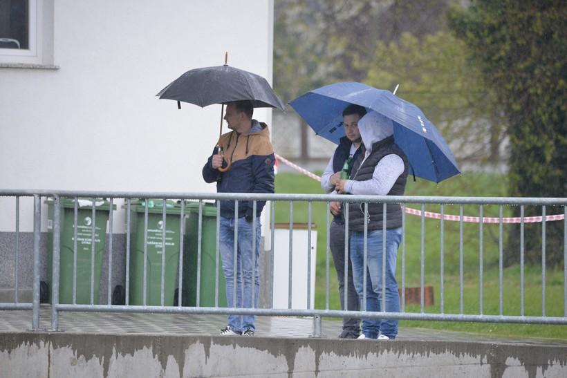 Umjereno i pretežno oblačno, povremeno uz kišu