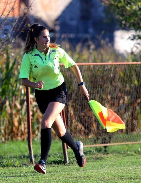 Lorna Zbodulja, nogometna sutkinja
