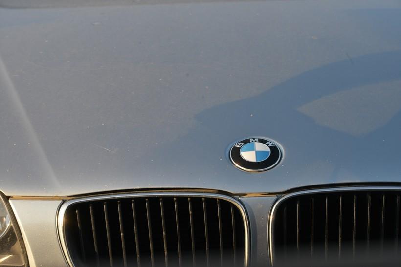 BMW-om pomeo djevojku i pobjegao s mjesta nesreće