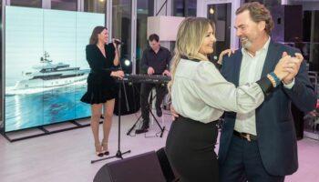 Nina Badrić zapjevala, a Snježana Mehun i suprug Franz zaplesali na otvorenju salona za prodaju jahti